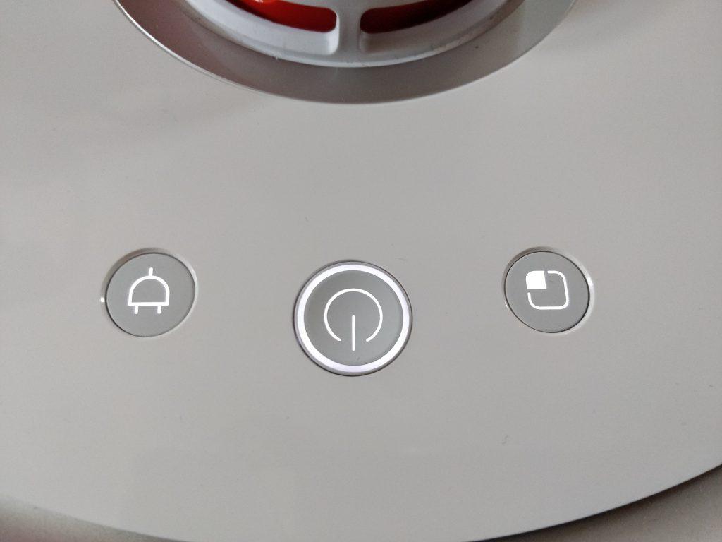 Mi Robot 2 má proti první generaci jinak rozmístěná tlačítka