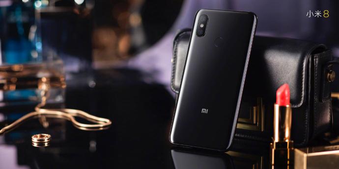 Xiaomi Mi 8 v černé