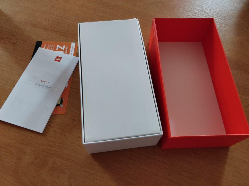 Otevřená krabička Xiaomi Redmi Note 5