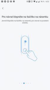 Tlačítko pod displejem slouží k návratu na předchozí obrazovku