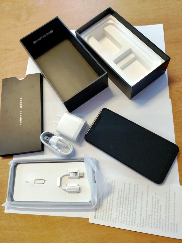 Obsah balení telefonu Xiaomi Mi 8