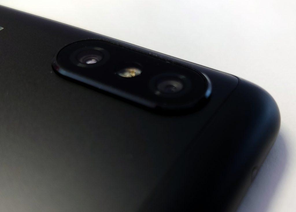 Duální fotoaparát s dvoutónovým bleskem