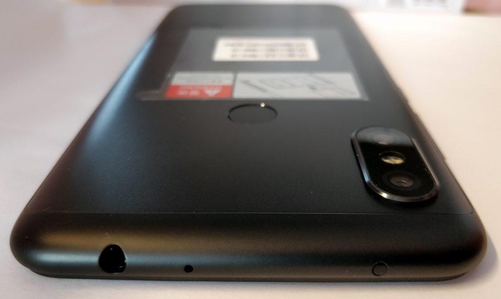 Horní hrana s konektorem na sluchátka a infračerveným vysílačem