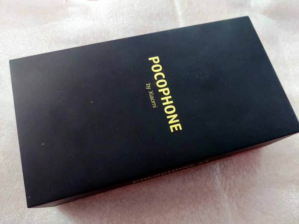 Pro svou novou značku Poco vybrali Číňané poměrně agresivní barevnou kombinaci černé a žluté