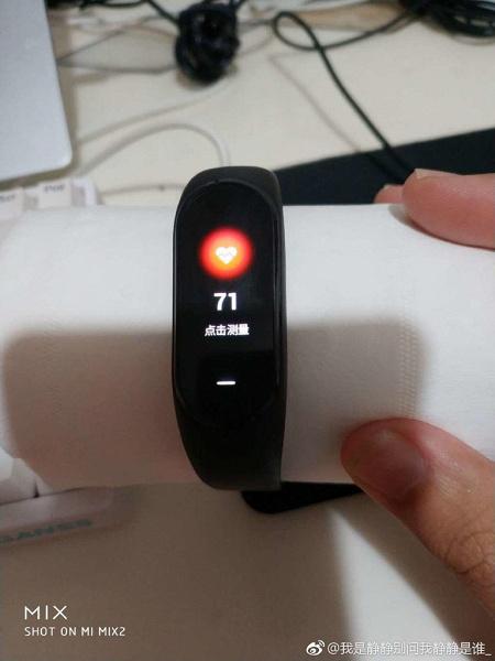 Náramek Xiaomi Mi Band 3 prý změřil tep srolované papírové utěrce