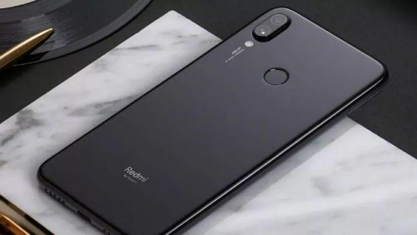 """Fotoaparát Redmi Note 7 má """"jen"""" 12 Mpx"""