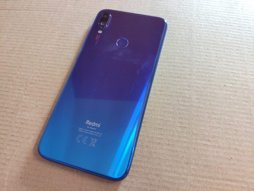 Gradientní barevný přechod vypadá u Redmi Note 7 efektně