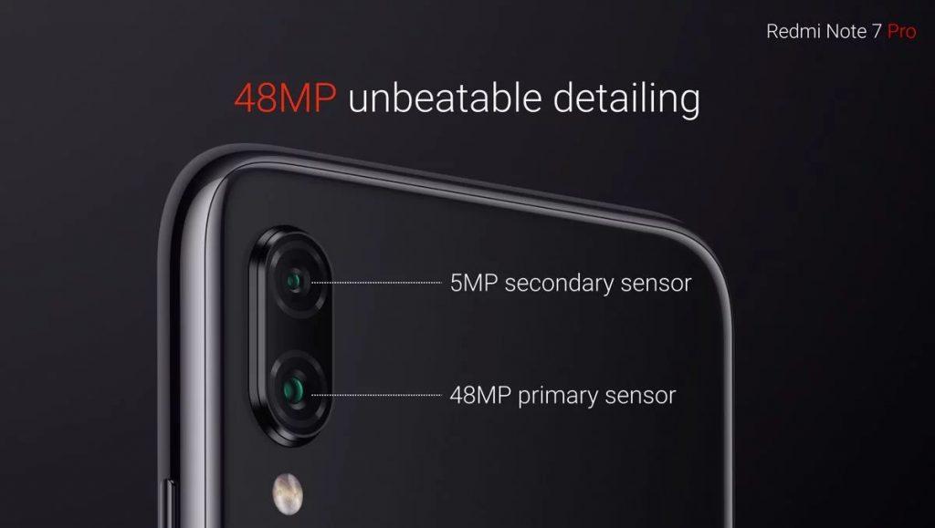 Na zadní straně Redmi Note 7 Pro najdeme duální, vertikálně uspořádaný fotoaparát