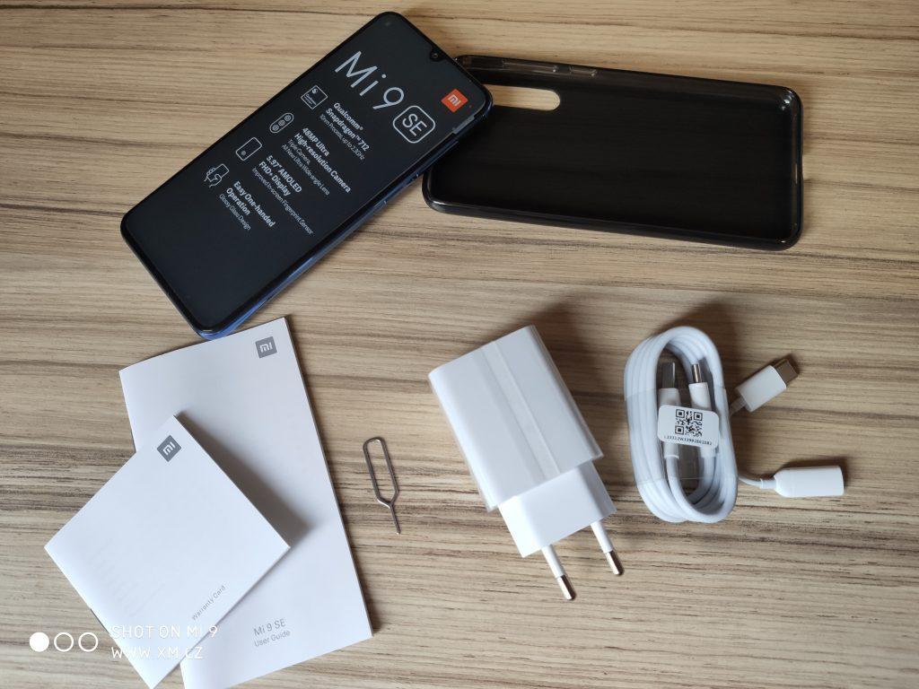 Kompletní obsah balení Xiaomi Mi 9 SE