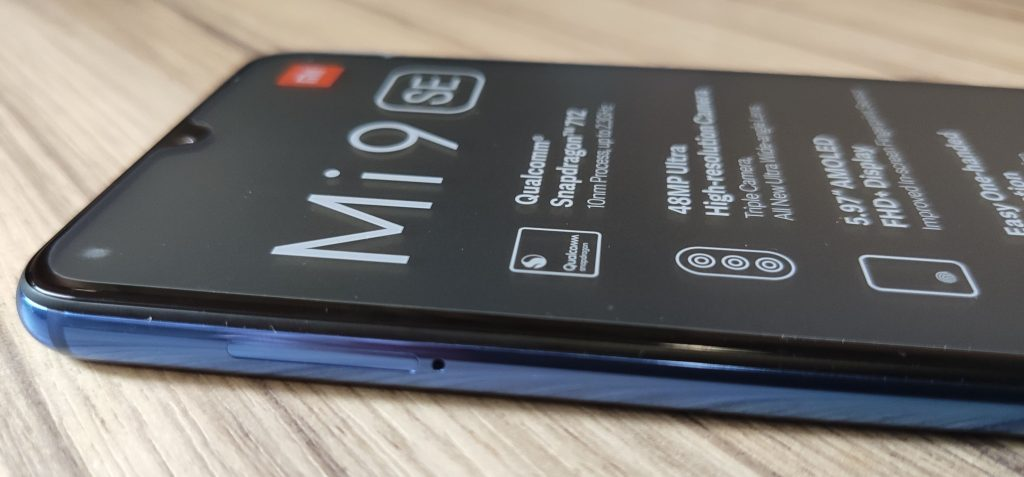 Levá hrana Xiaomi Mi 9 SE