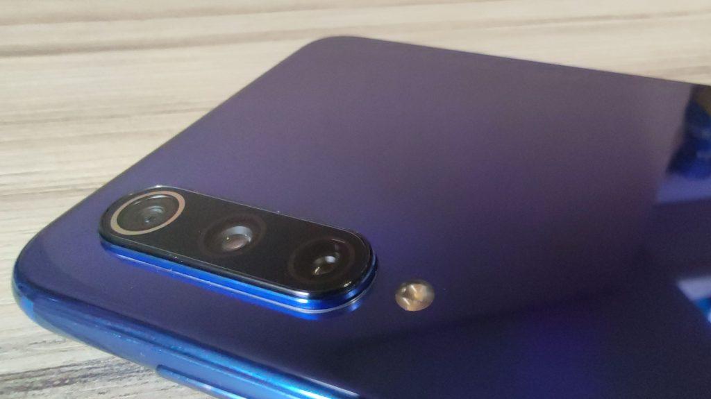 Trojitý fotoaparát telefonu