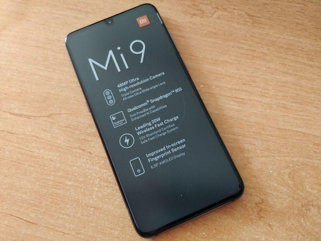 Xiaomi Mi 9 přichází s AMOLEDem