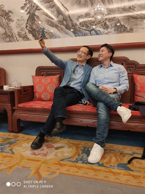 """Ředitel Lu Weibing nyní potvrdil, že """"zabiják vlajkových lodí"""" ponese jméno Redmi K20."""