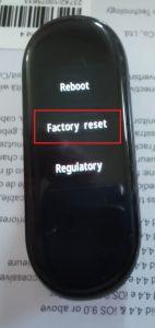 Klepněte na položku Factory reset