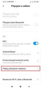 V sekci NFC otevřete položku Platby přiložením telefonu