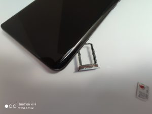 Šuplíček na SIM karty