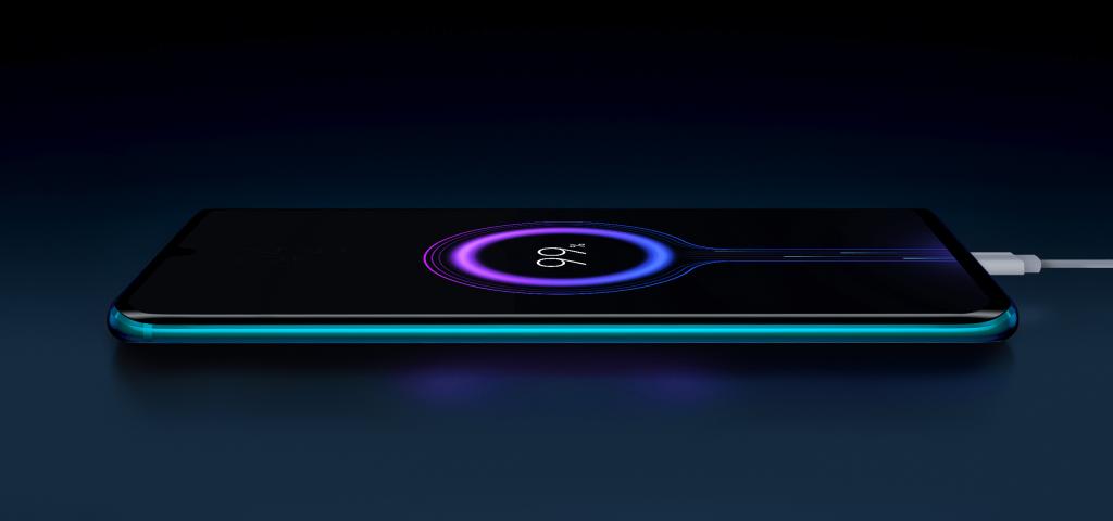 Telefon podporuje rychlé nabíjení výkonem až 30 wattů