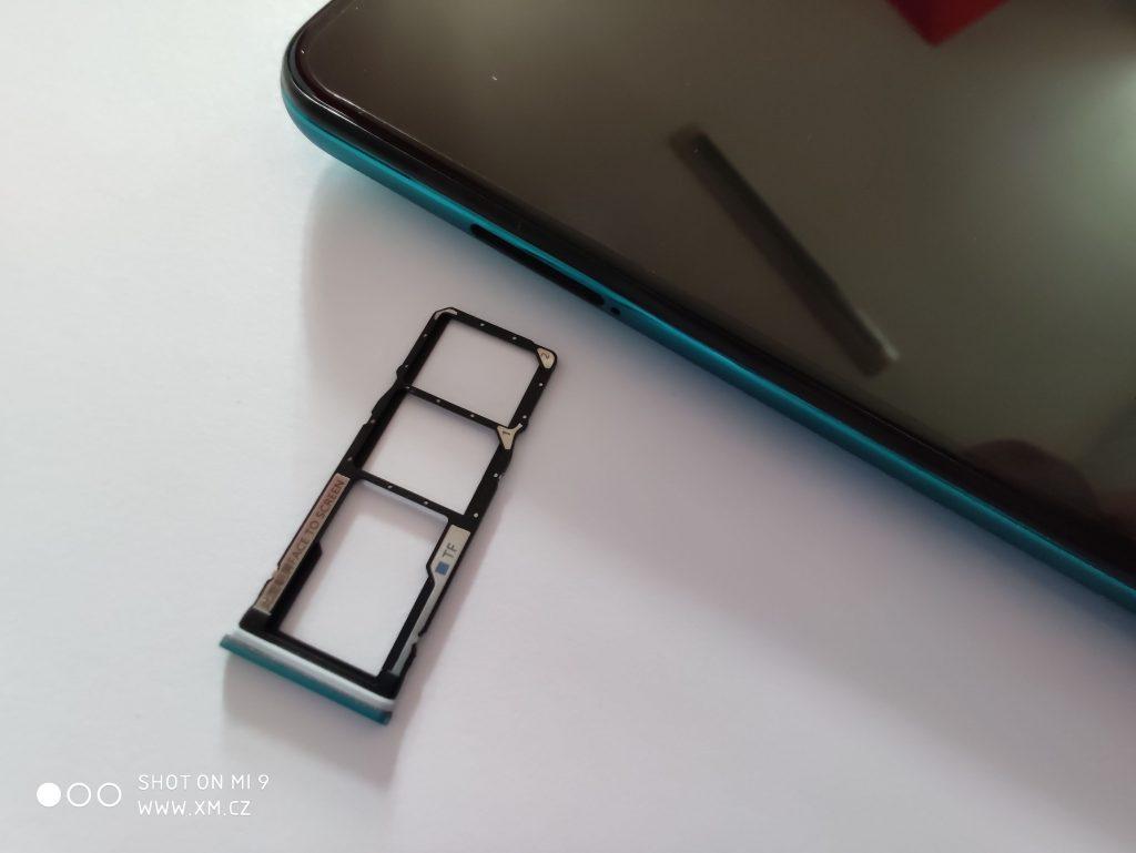 Slot na dvě SIM a jednu microSD