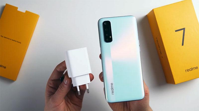 Rozbalili jsme telefon Realme 7: co nabízí mobil s cenou pod 5 tisíc?