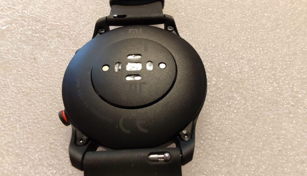 Optické snímače na spodní straně hodinek