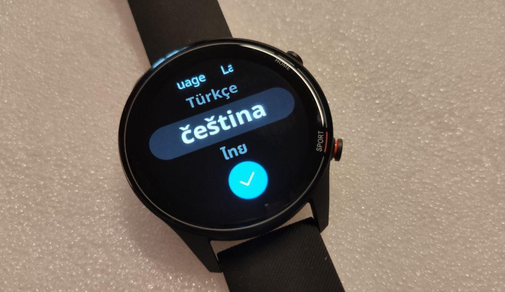Recenze Xiaomi Mi Watch ukázala, že komunikují hezky česky