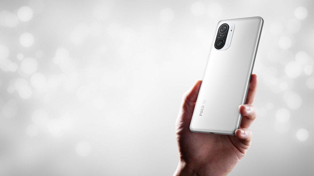 Bílý telefon Poco F3