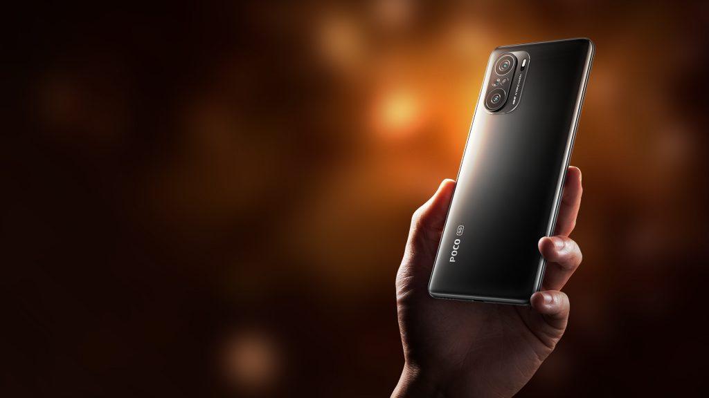 Černý telefon Poco F3