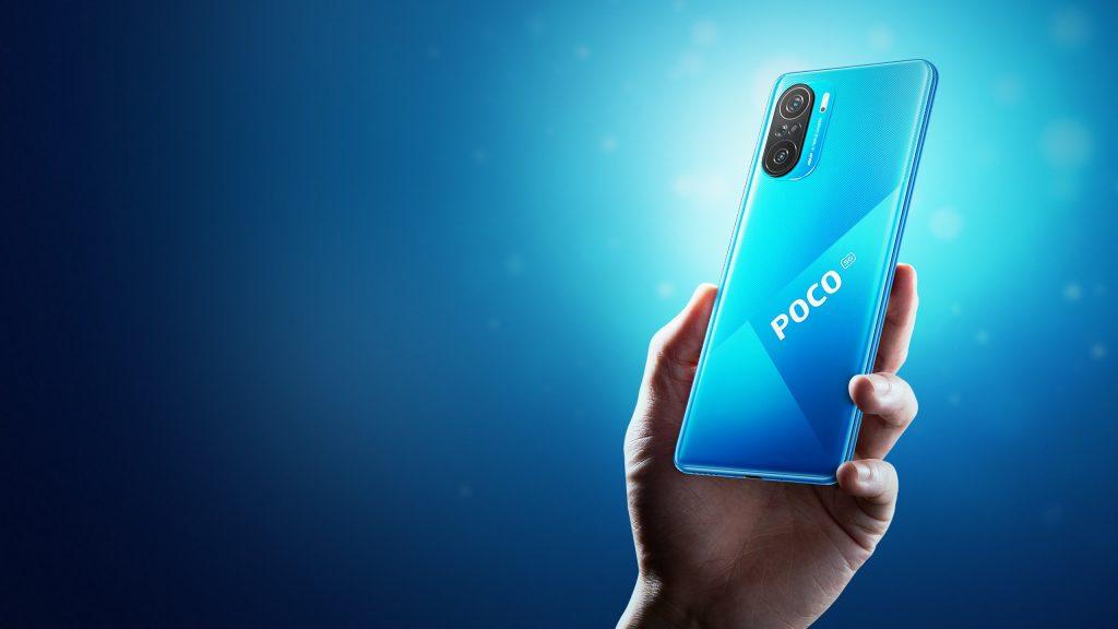 Modrý telefon Poco F3