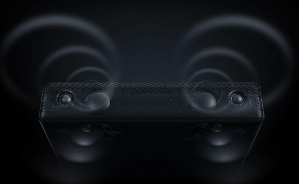 Zvukovou stránku zajišťují čtyři reproduktory