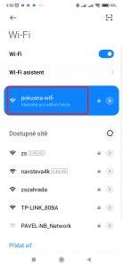 Klepněte na název Wi-Fi