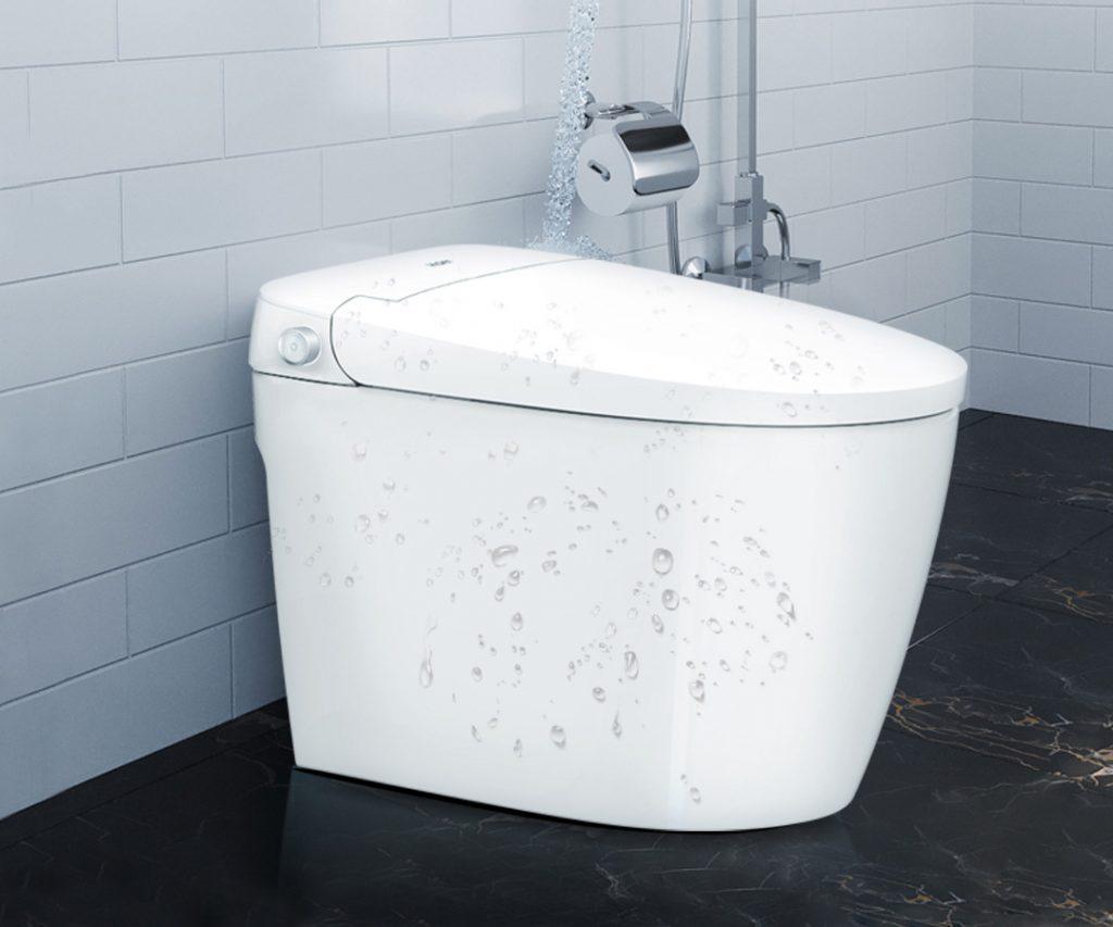 Záchodu nevadí postříkání vodou