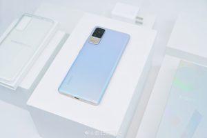 Pohled zezadu na Xiaomi Civi